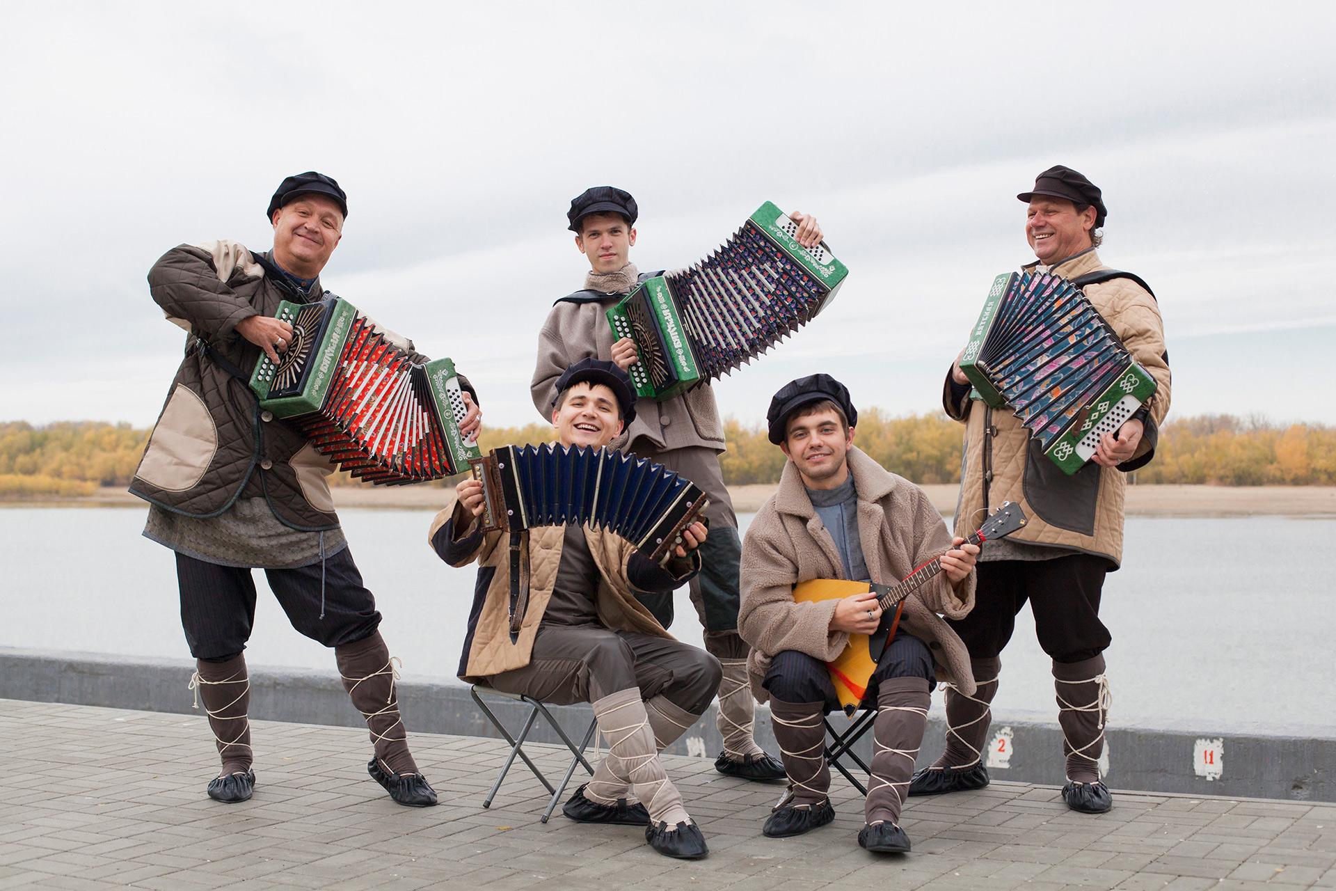 Ансамбль астраханских гармонистов «Русский строй»