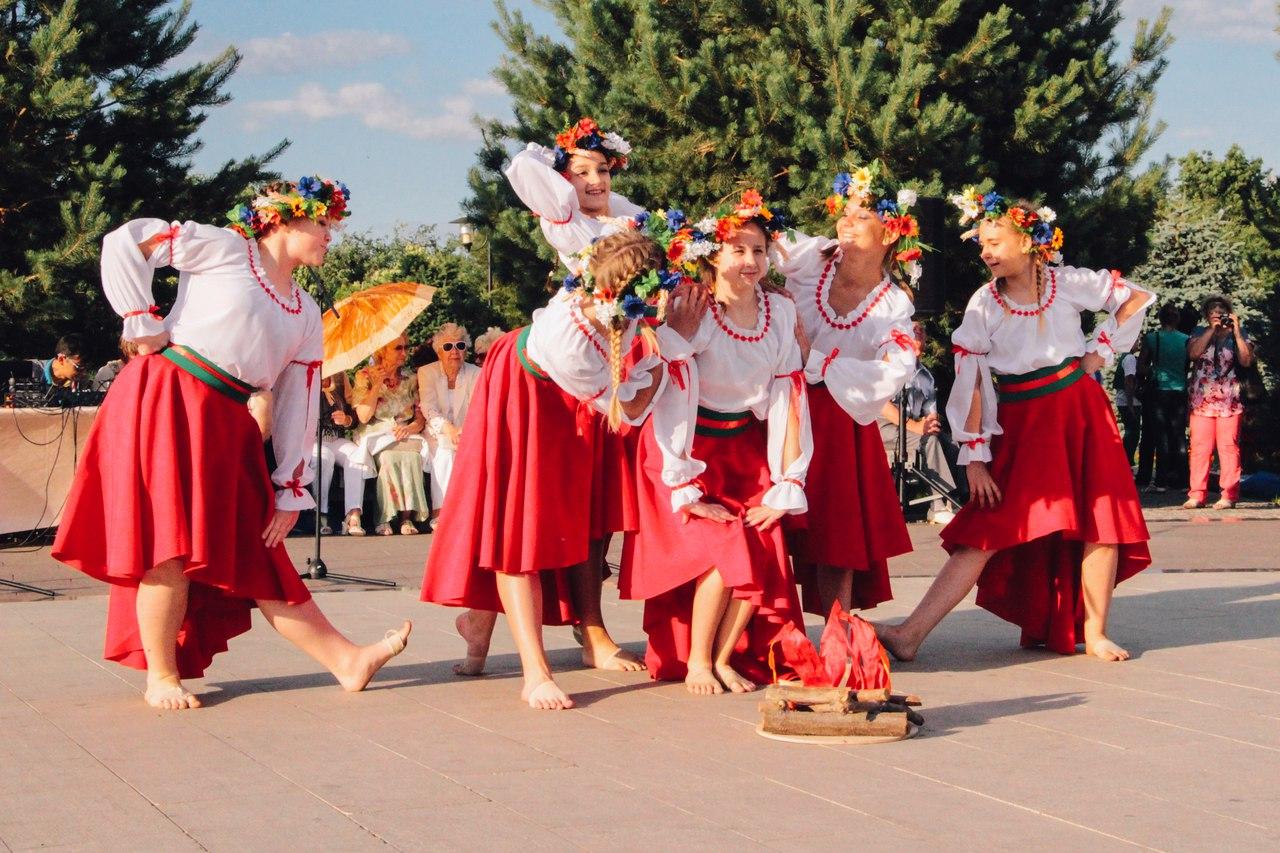 «Астраханские вечерки» – к нам собирайтесь, да шире улыбайтесь.