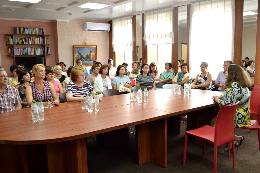 Сотрудник Астраханского центра народной культуры принял участие в информационно-методическом семинаре