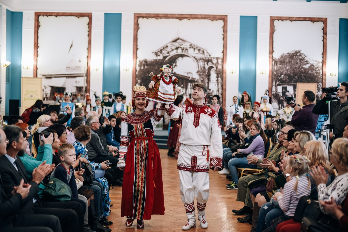 В Астрахани завершился межрегиональный конкурс национального костюма «Легенды губернии»