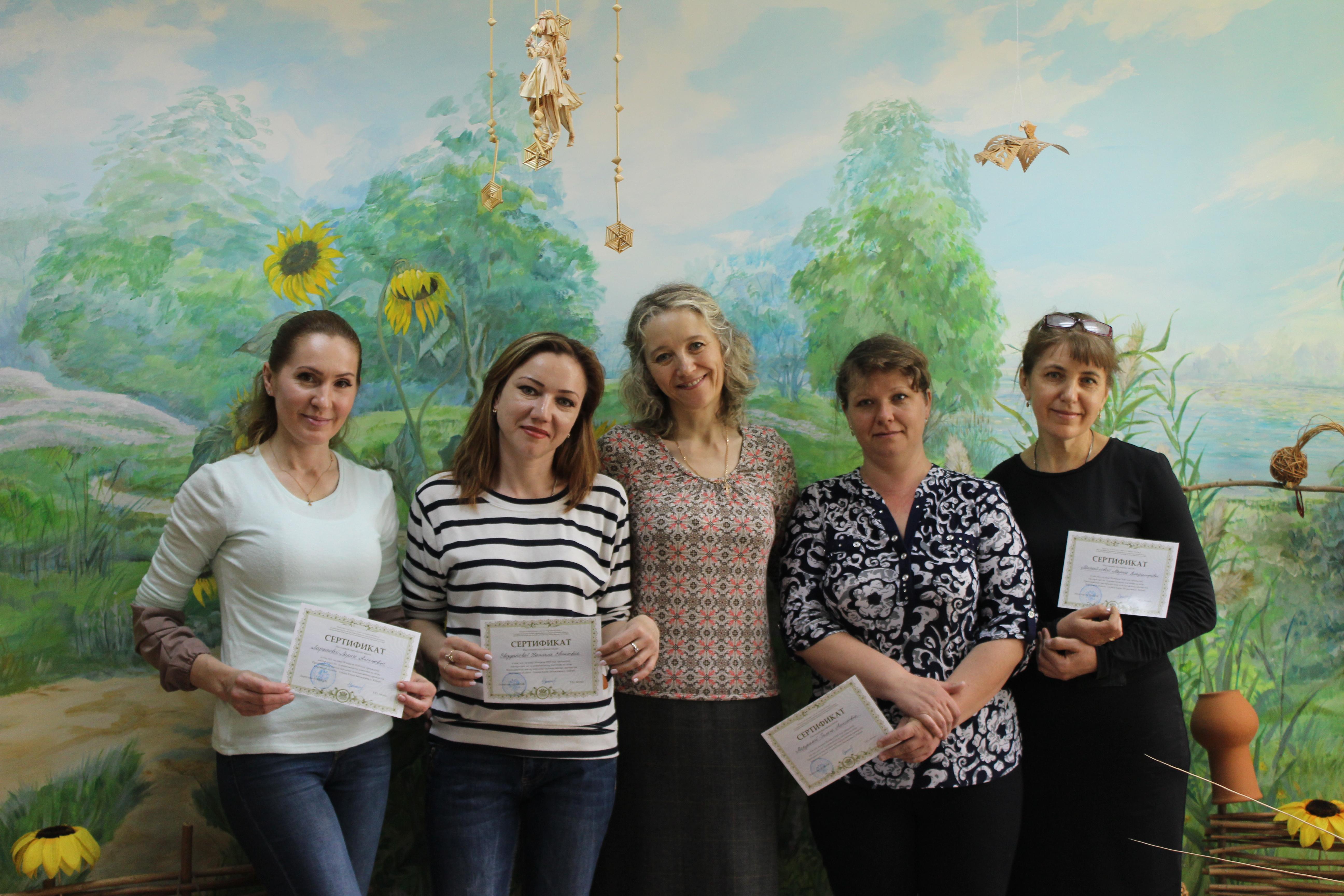 Народный мастер из Кирова провела для астраханцев мастер-классы по плетению из лозы