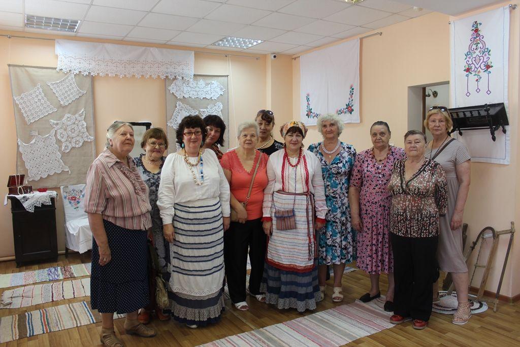 Астраханские пенсионеры из МЦСО «Оберег» посетили Дом ремесел