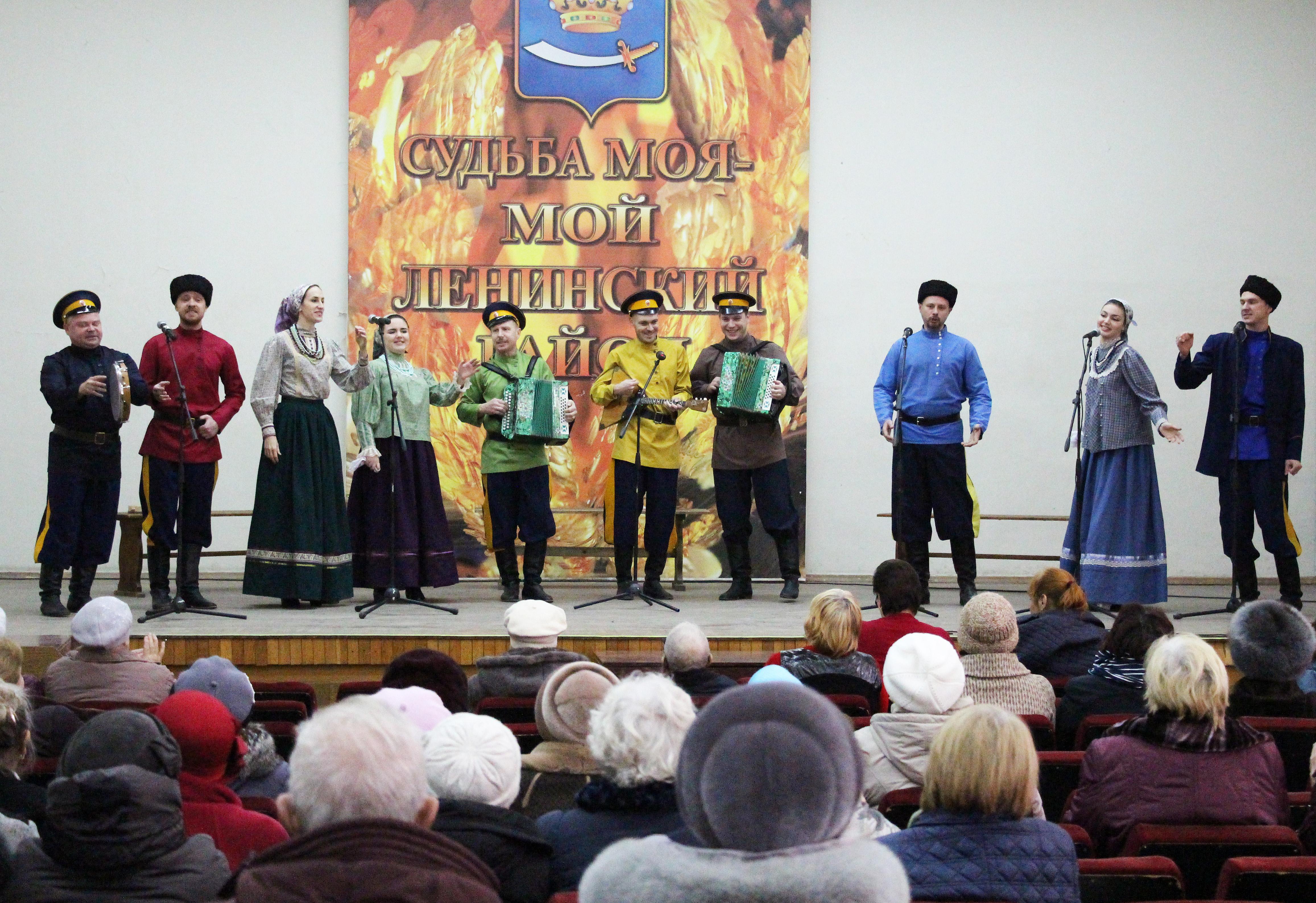 Творческие коллективы методического центра народной культуры выступили с концертом в честь Дня матери