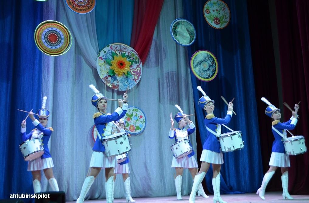 В Ахтубинском Доме офицеров прошел праздничный концерт, посвящённый  Дню народного единства