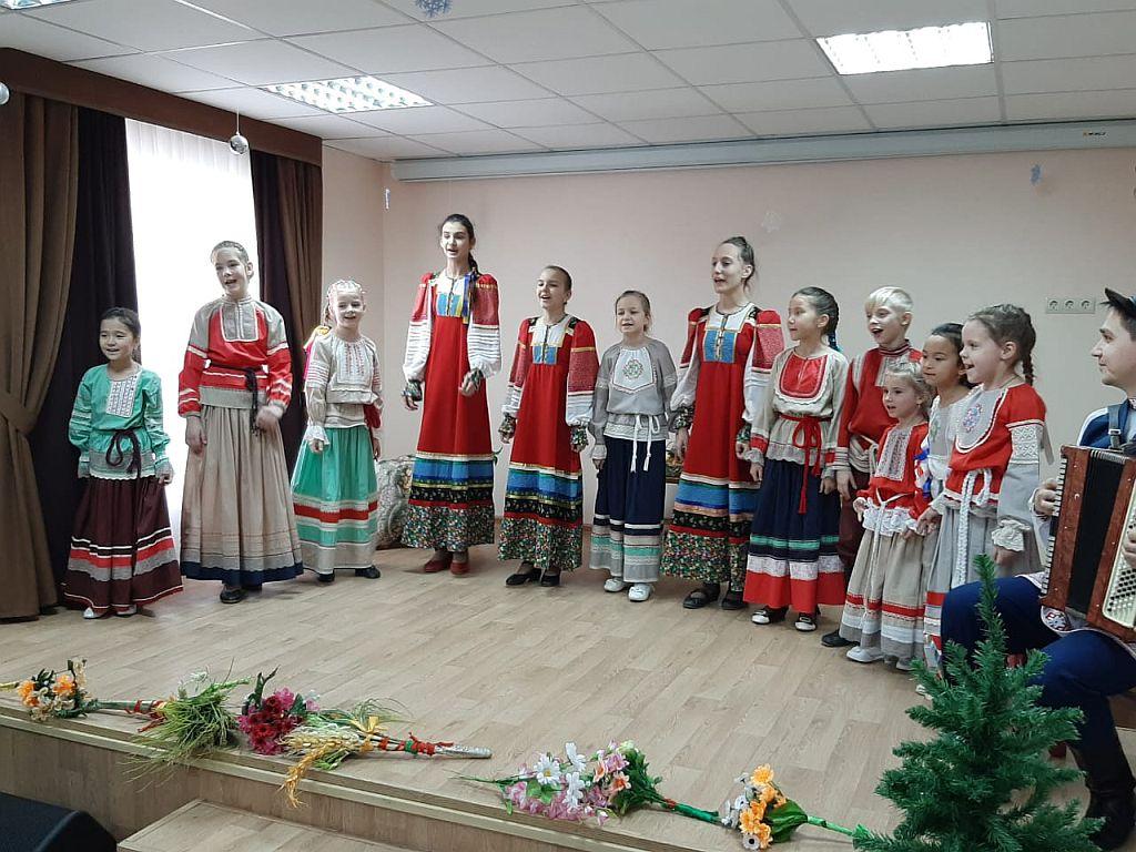Ансамбль «Родничок» представил новую концертную программу