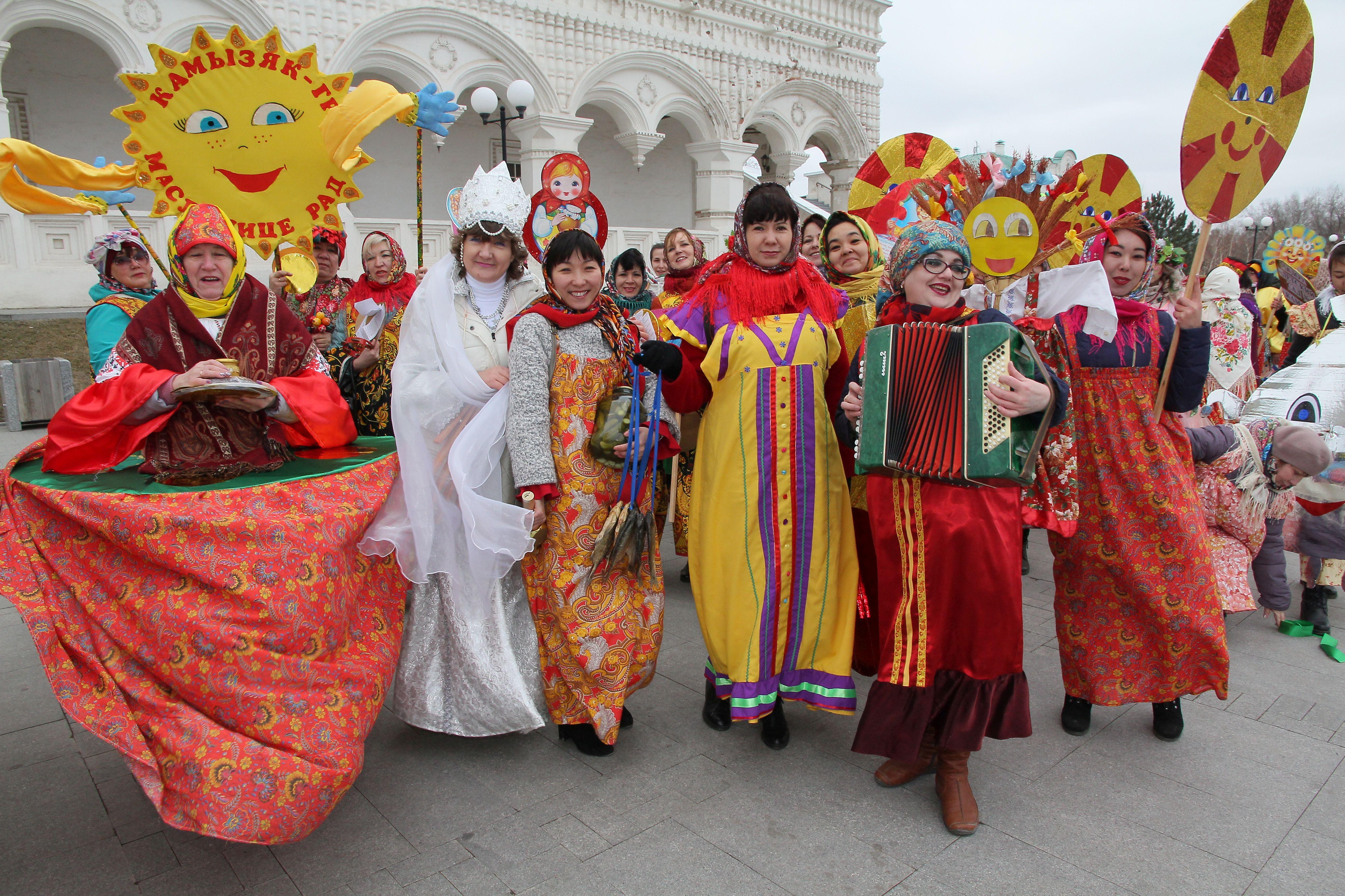 В Астрахани с почестями проводили Масленицу