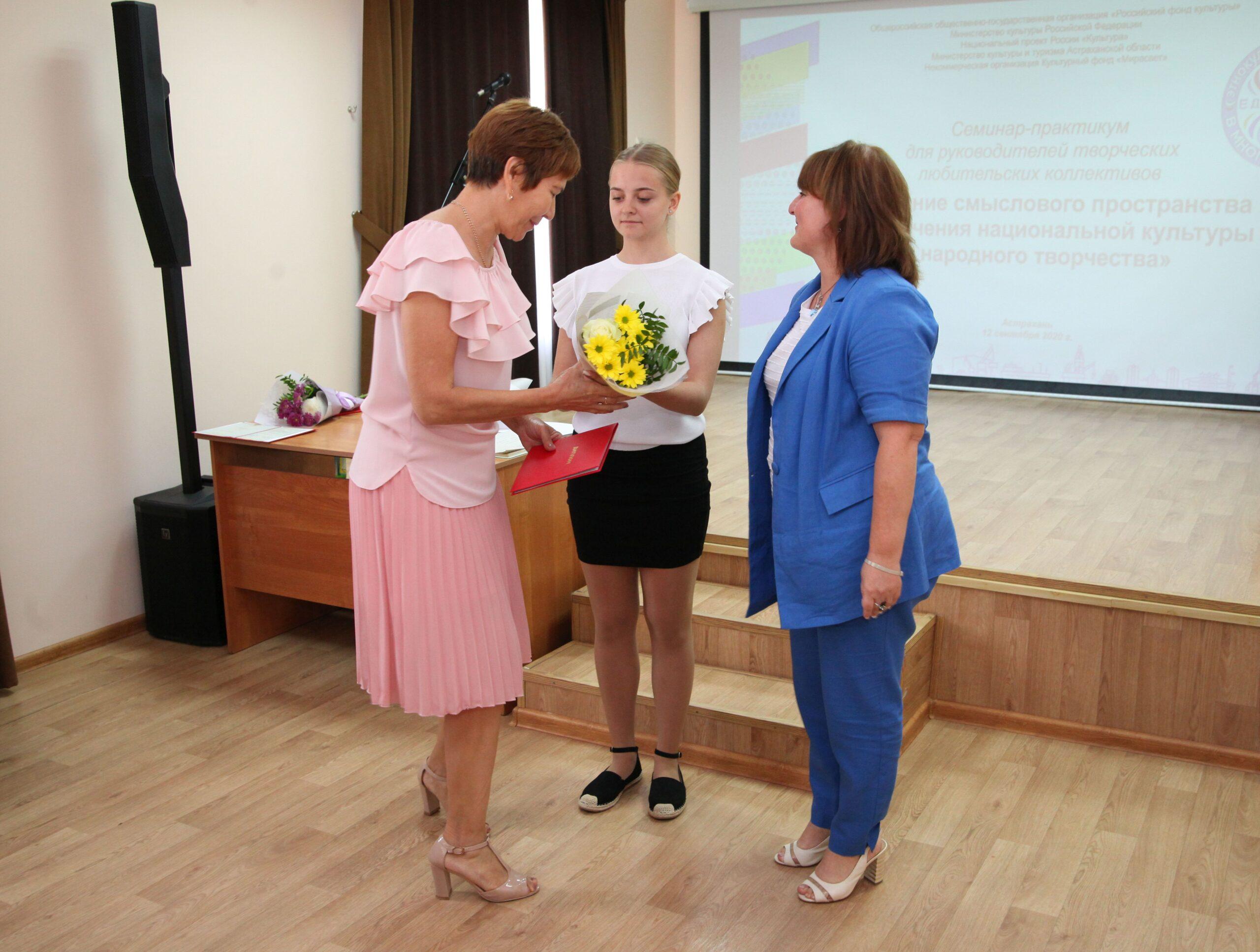 Выпускники «Школы национальных культур» получили Дипломы