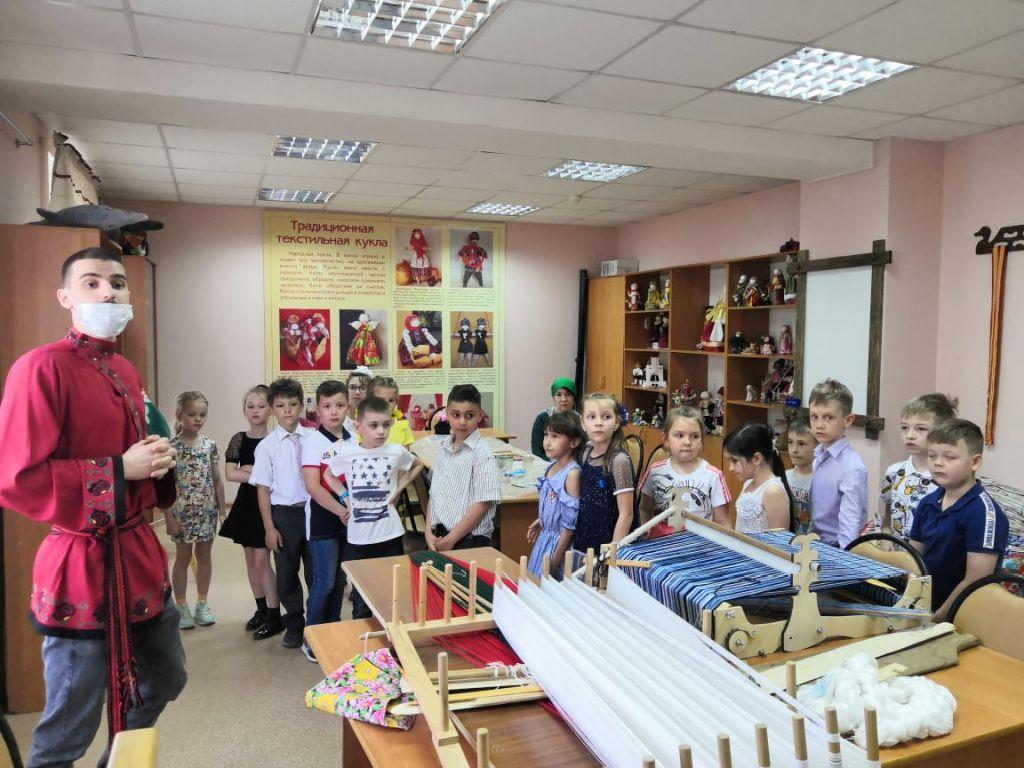 Астраханские школьники посетили Дом ремесел