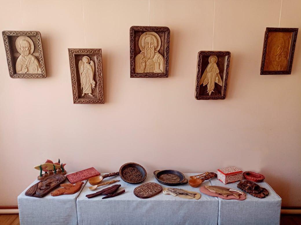 В Доме ремесел проходит выставка «Резных дел мастера»