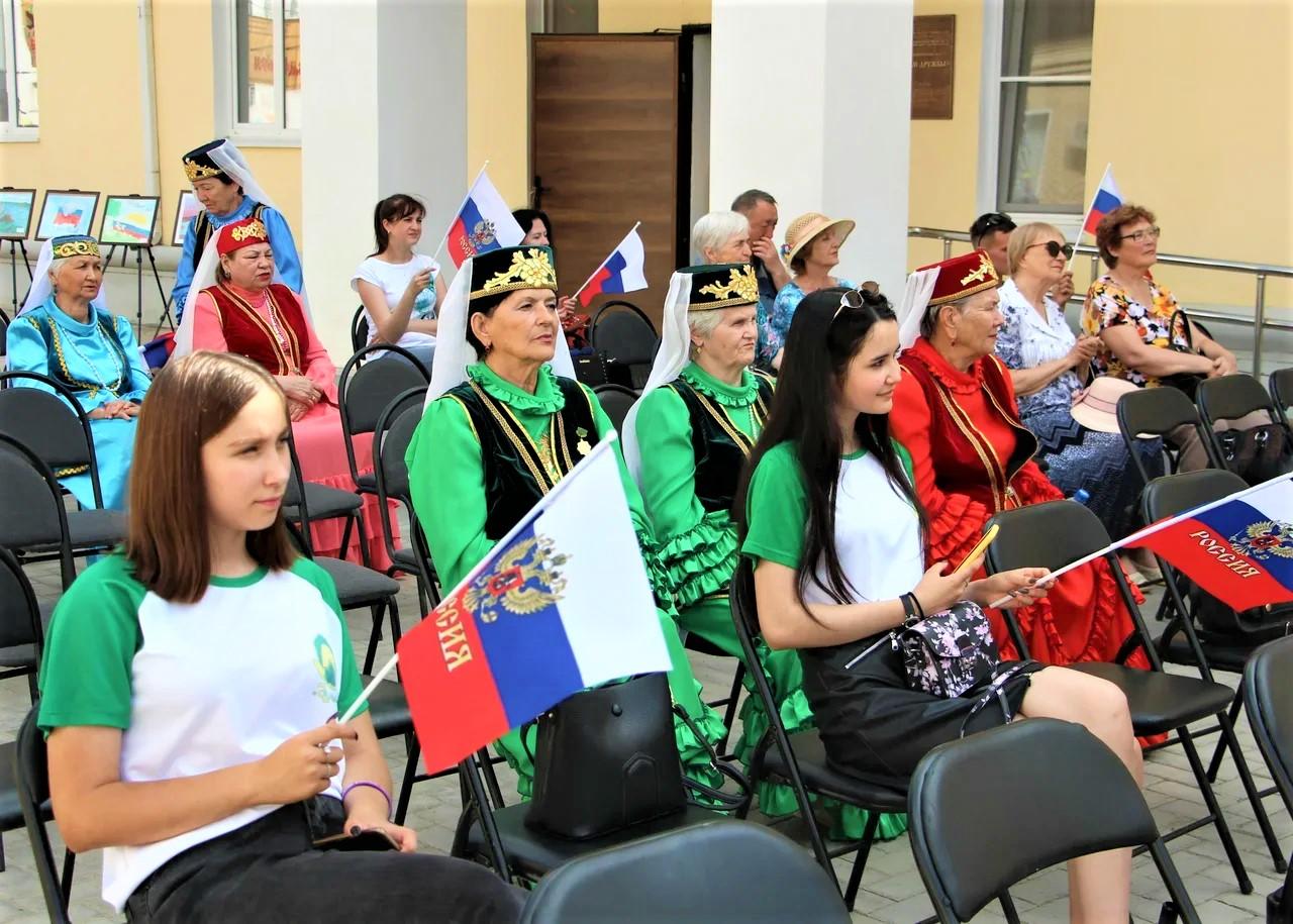 В Областном центре народной культуры прошли мероприятия ко Дню России