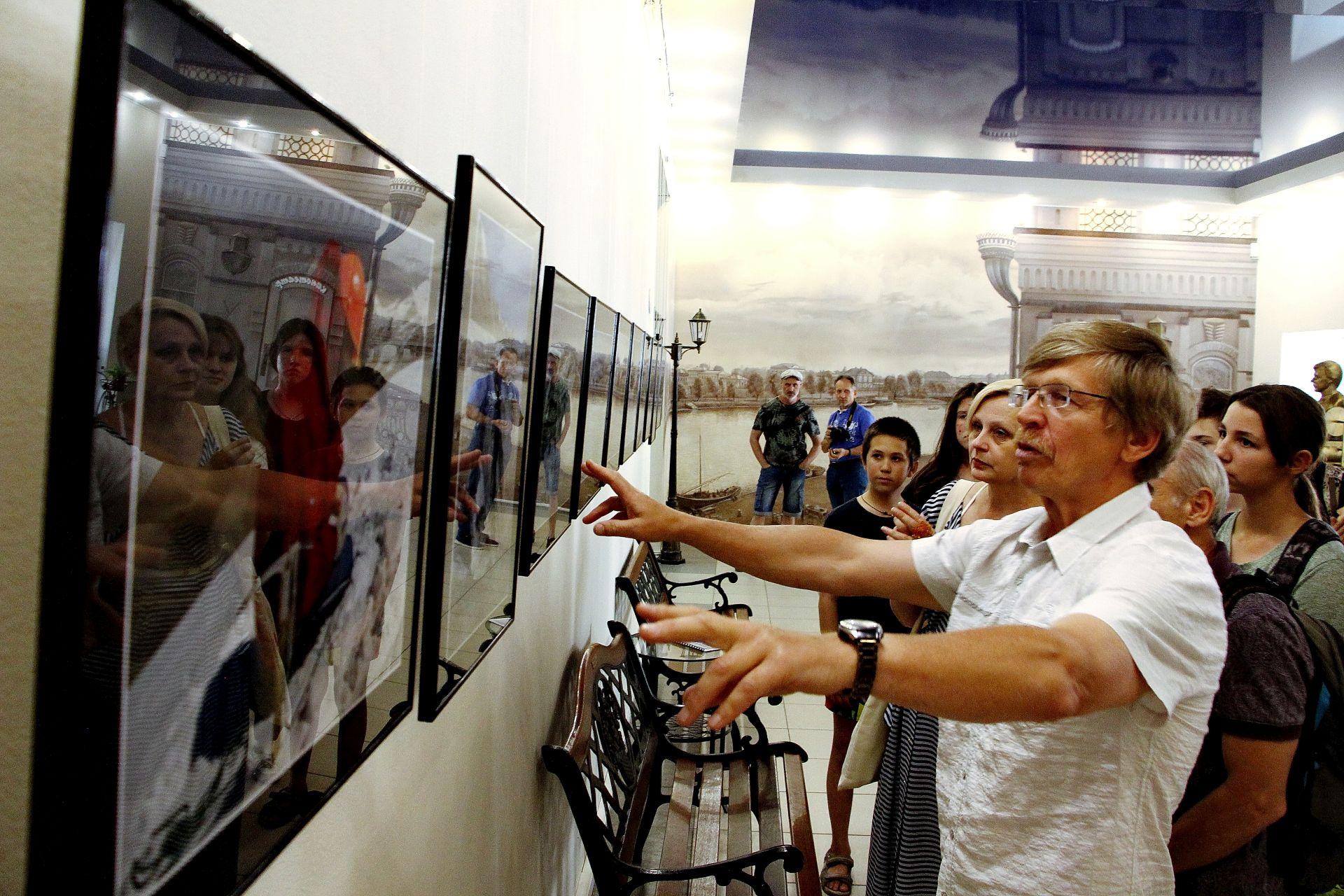 В Астрахани открылась фотовыставка Петра Фролова