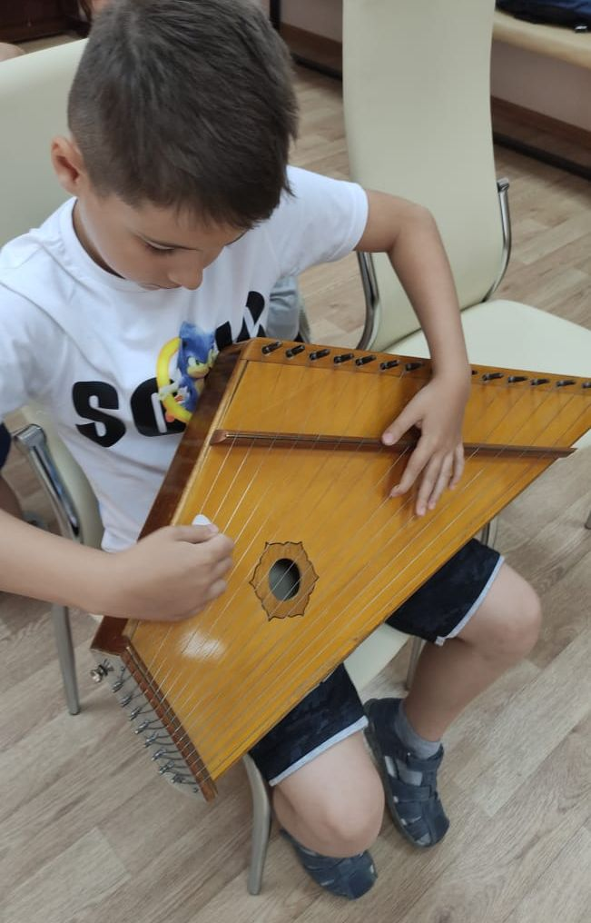 В Летней школе маленьких мастеров познакомились с инструментальным творчеством