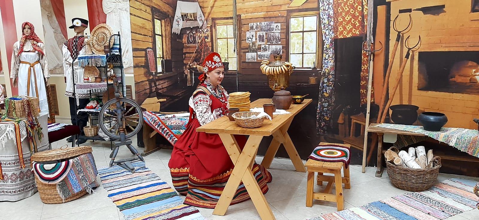 Дом ремесел представил экспозицию быта русского народа на мероприятии в честь 160-летия Дины Нурпеисовой