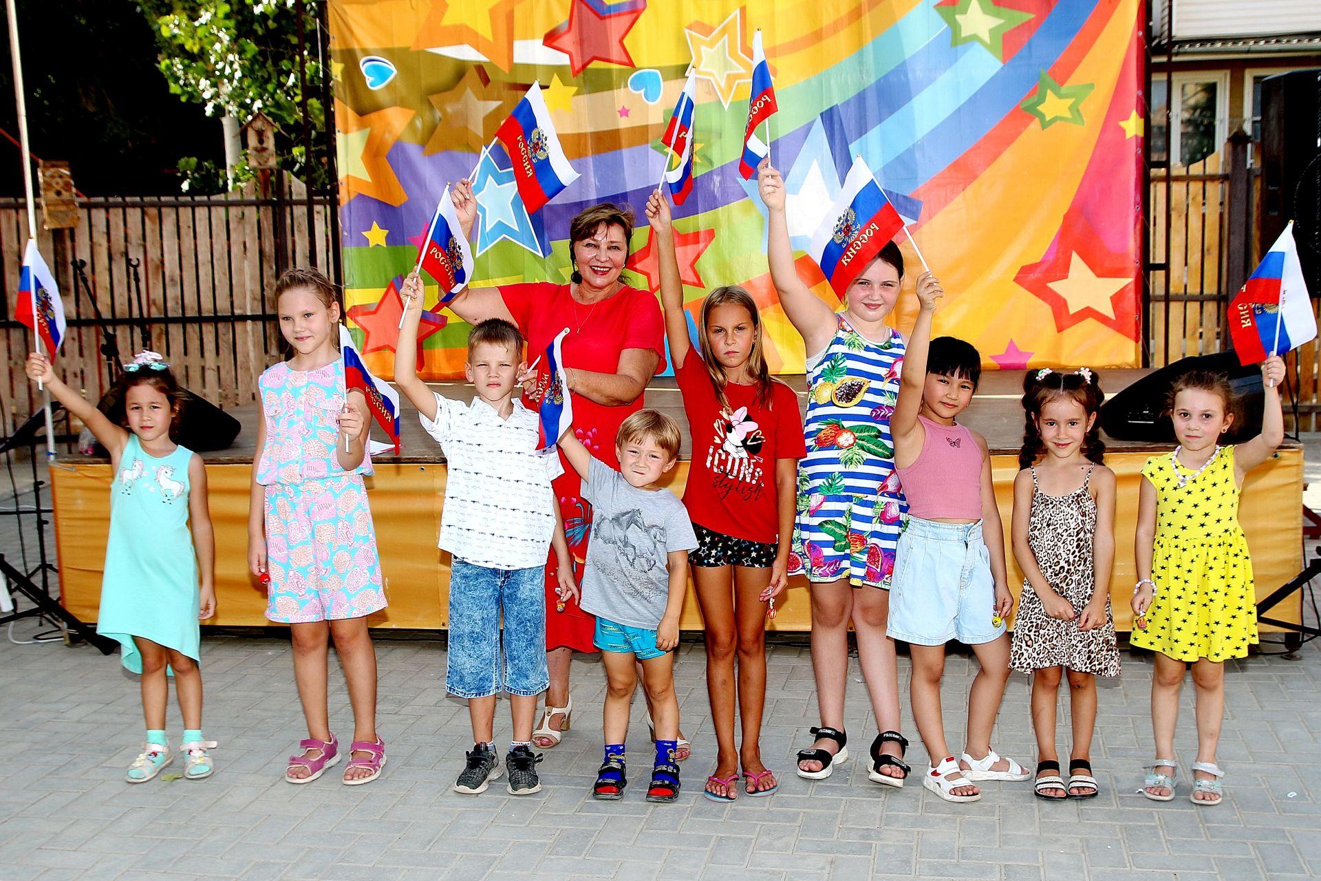 <strong>В этнодворике Дома дружбы прошли мероприятия, посвященные Дню Государственного флага Российской Федерации</strong>