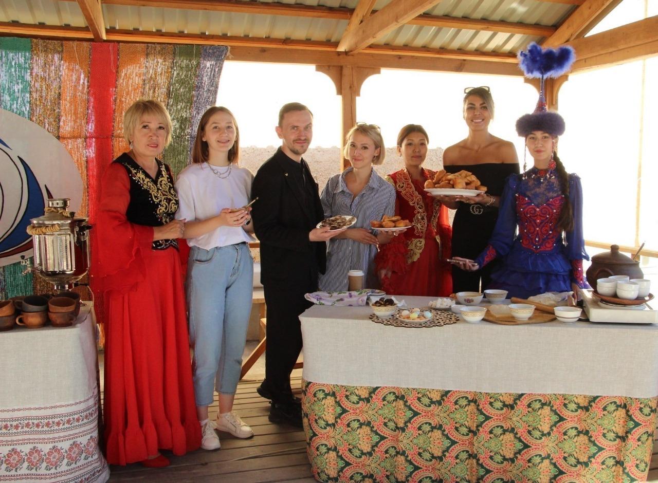 Дом дружбы посетили участники Каспийского медиафорума