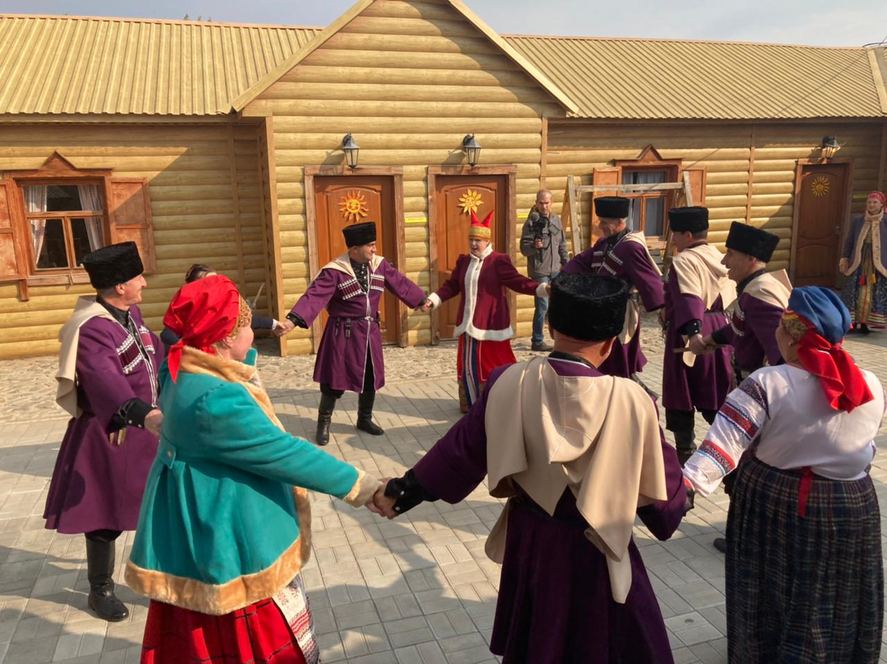 Творческие коллективы из Дагестана, Донецкой Народной Республики и Костромской области дали концерты в селах Астраханской области