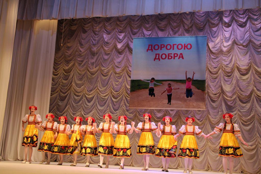 В Астраханском театре юного зрителя прошел благотворительный концерт «Дорогою добра»