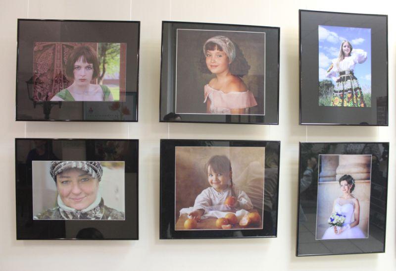 В кинотеатре «Иллюзион» открылась фотовыставка, посвященная астраханским женщинам