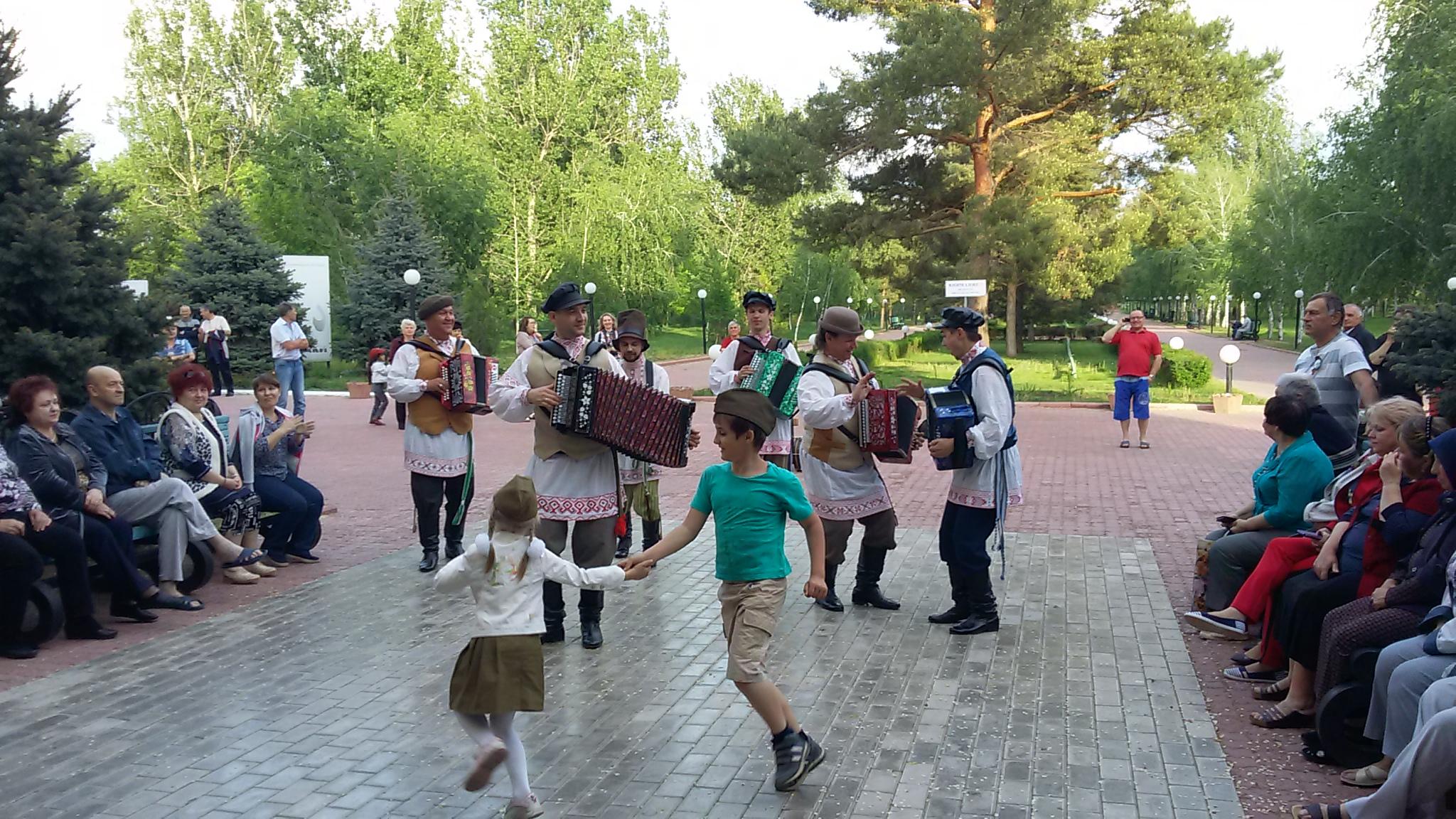 Музыканты ансамбля Русский строй выступили в Тинаках