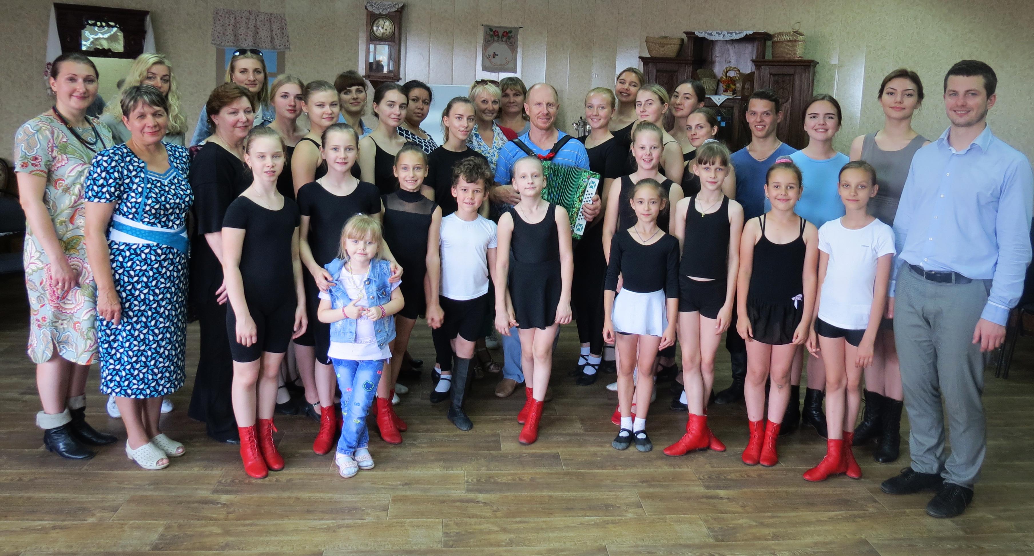 В Астрахани прошел   мастер-класс по казачьему плясу