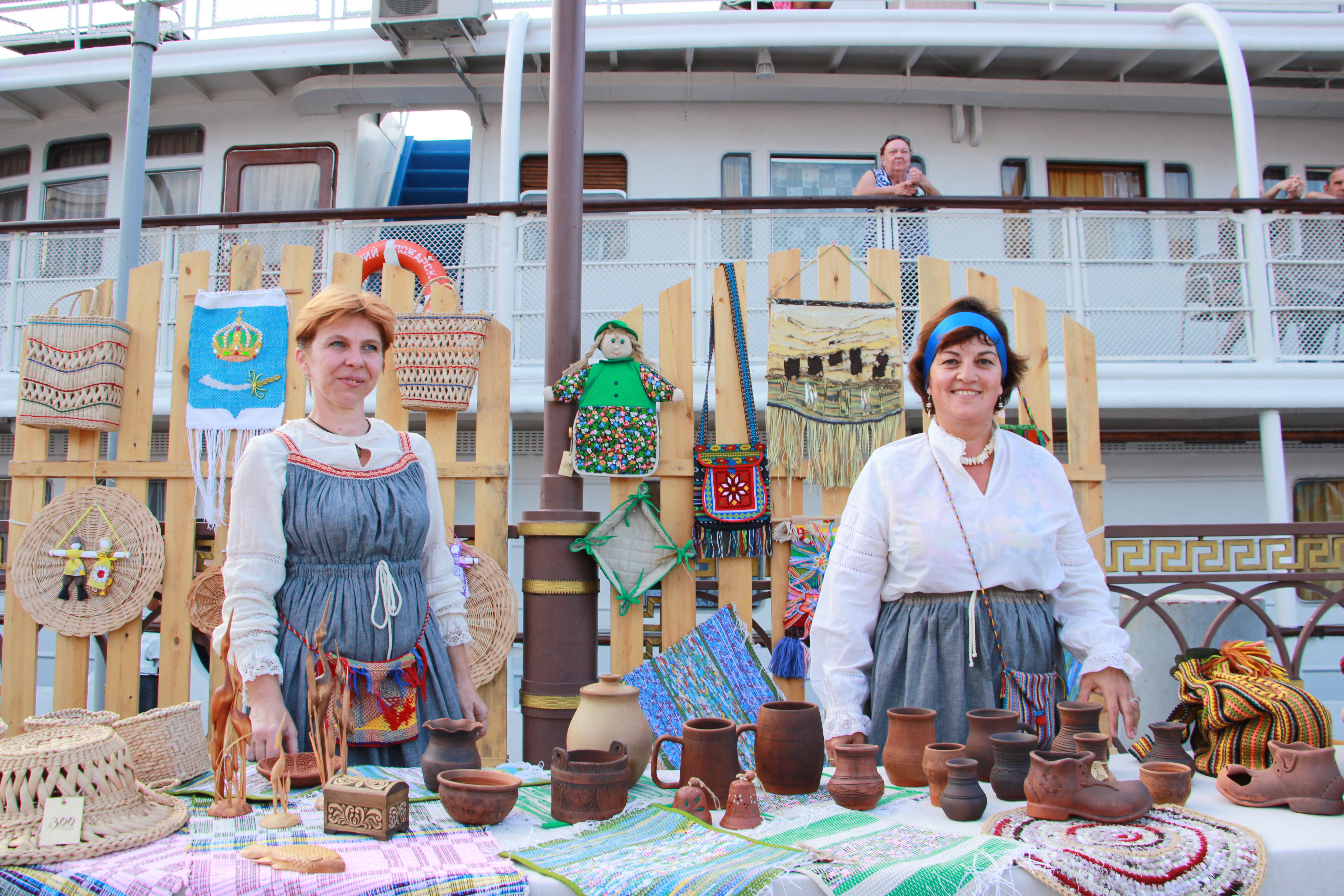 «Астраханские вечерки» радуют зрителей.