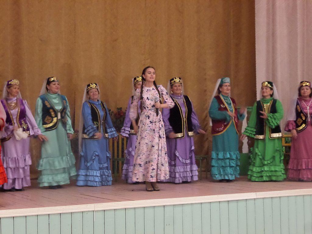 Творческие коллективы областного центра народной культуры в гостях у новобулгаринцев