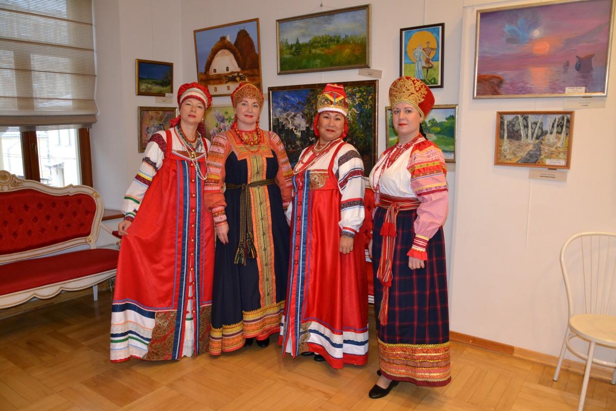 Коллекция костюмов «Астраханские казачки» привлекла внимание известных модельеров