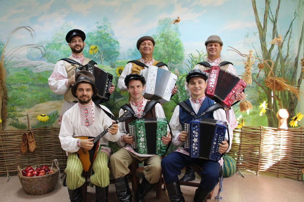 Ансамбль астраханских гармонистов «Русский строй»  выступит с новой программой