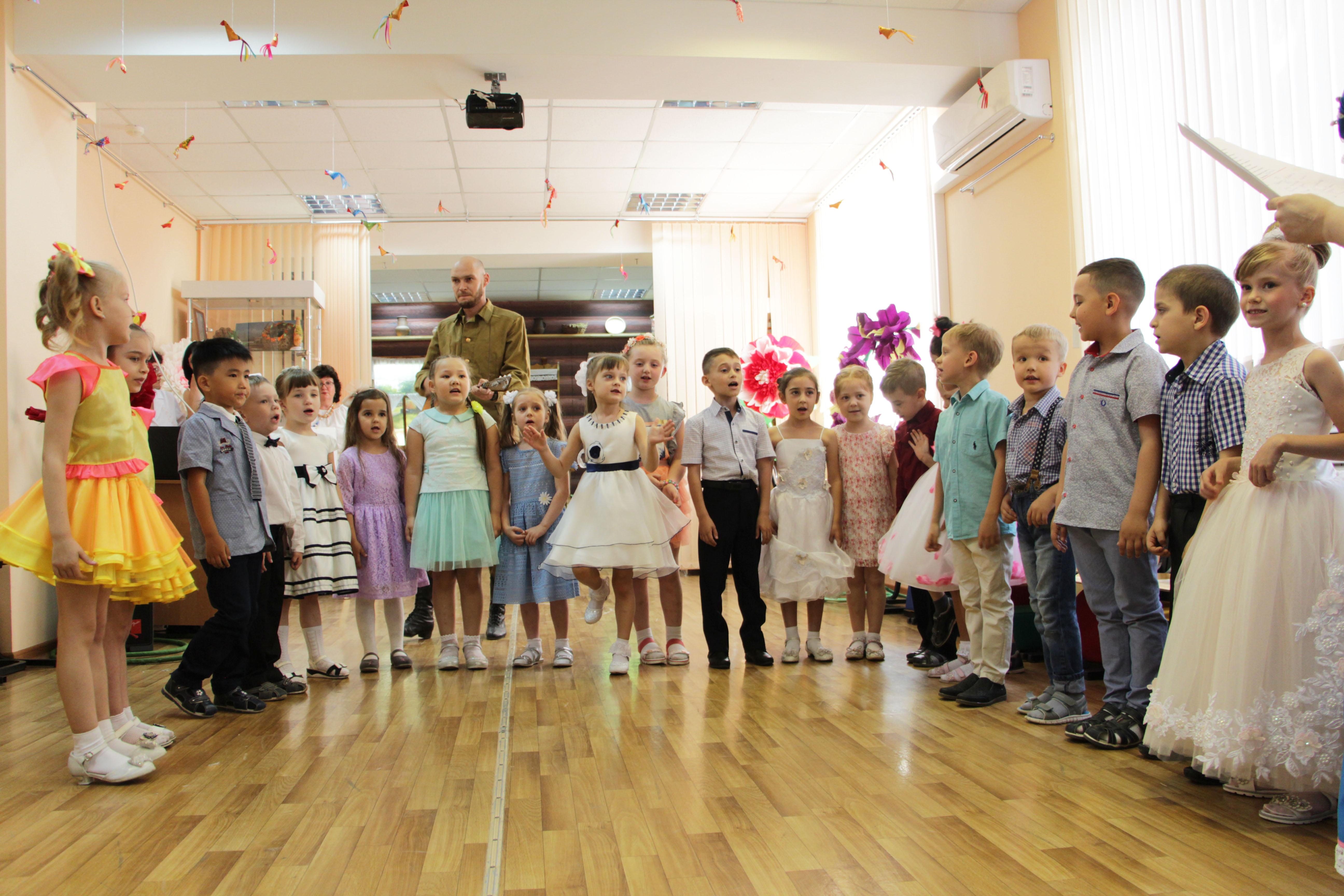 В Астраханской школе маленьких мастеров прошел выпускной бал