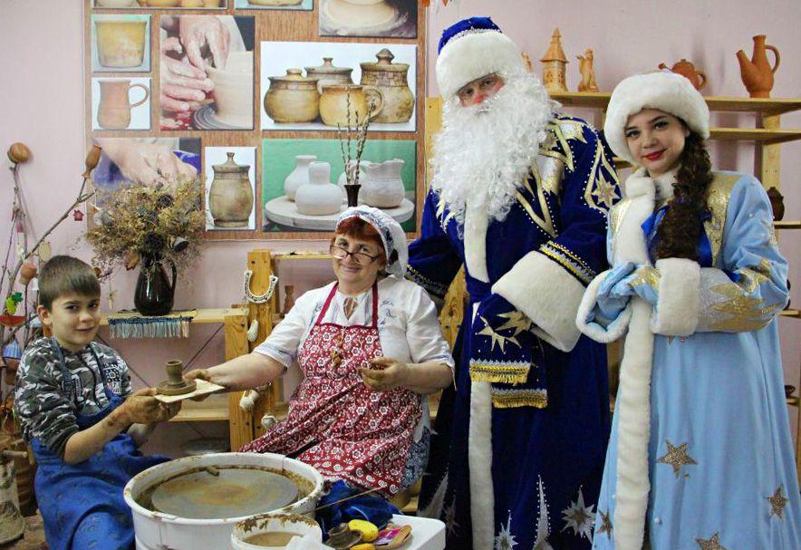 В Астрахани открылись выставки детских работ «Зимние узоры» и новогодних сувениров «Елкин базар»