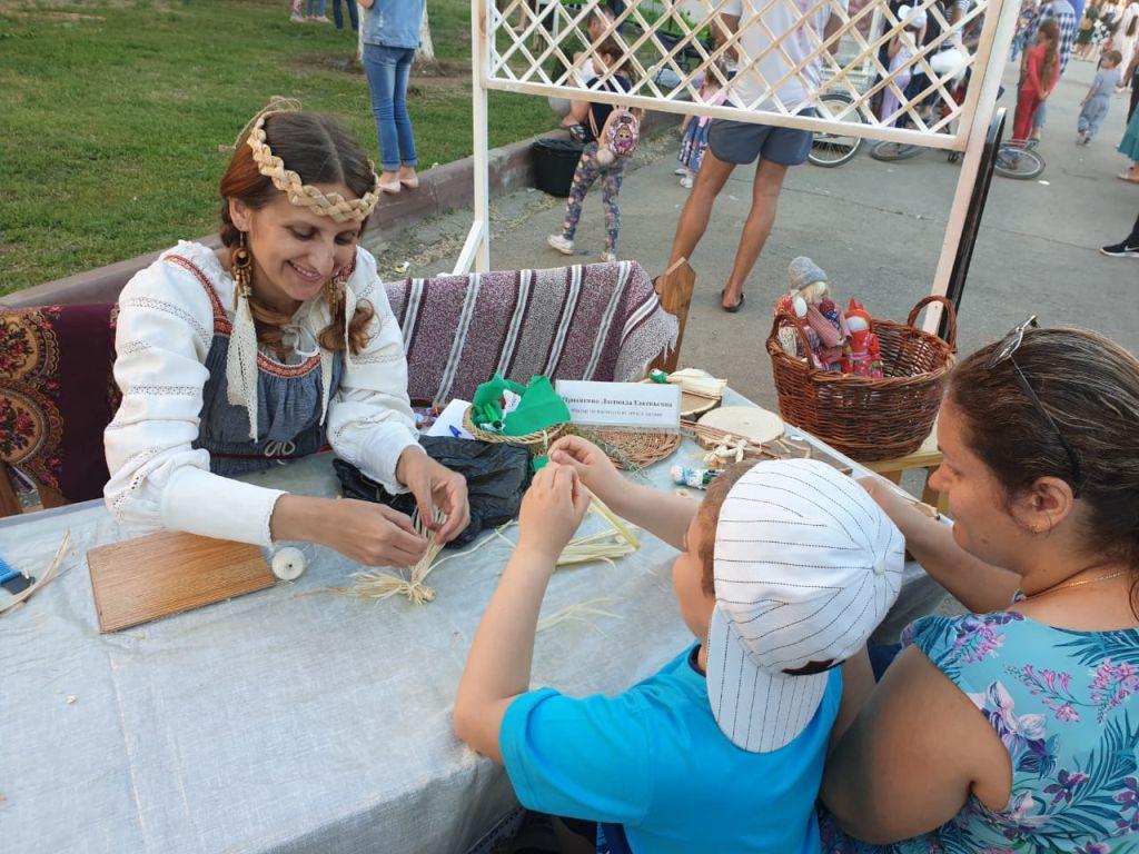 Мастера Дома ремесел на Славянском базаре в Ахтубинске