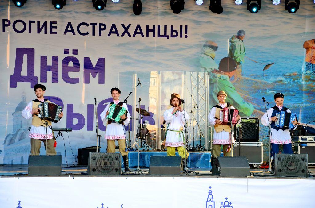 Творческие коллективы города и области приняли участие  в праздновании Дня рыбака