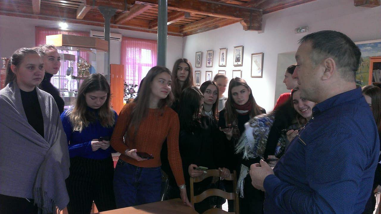 Студенты колледжа культуры и искусств посетили областной центр народной культуры