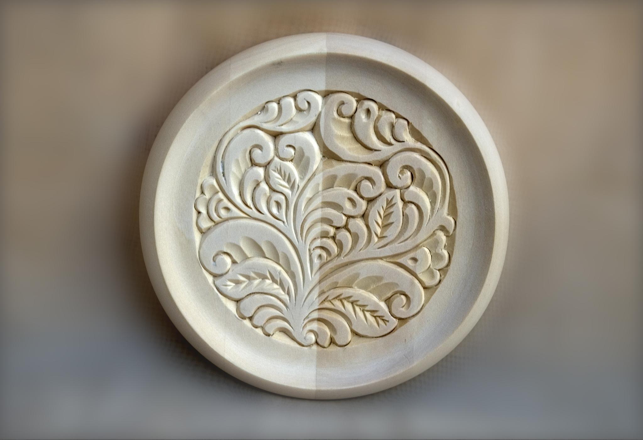 Видеозапись мастер-класса «Настенная тарелочка с растительным орнаментом»