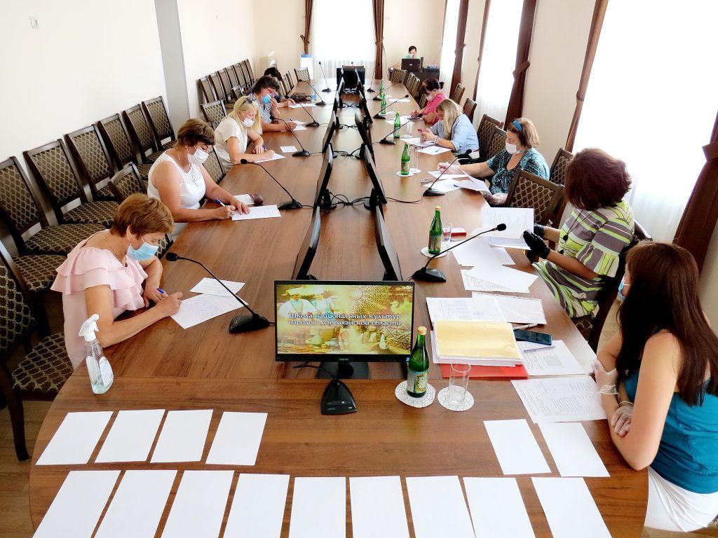 В Школе национальных культур прошли выпускные экзамены