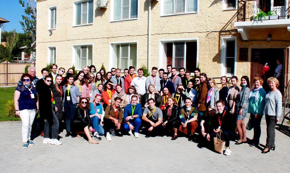 Участники Всероссийского молодежного форума посетили Областной центр народной культуры